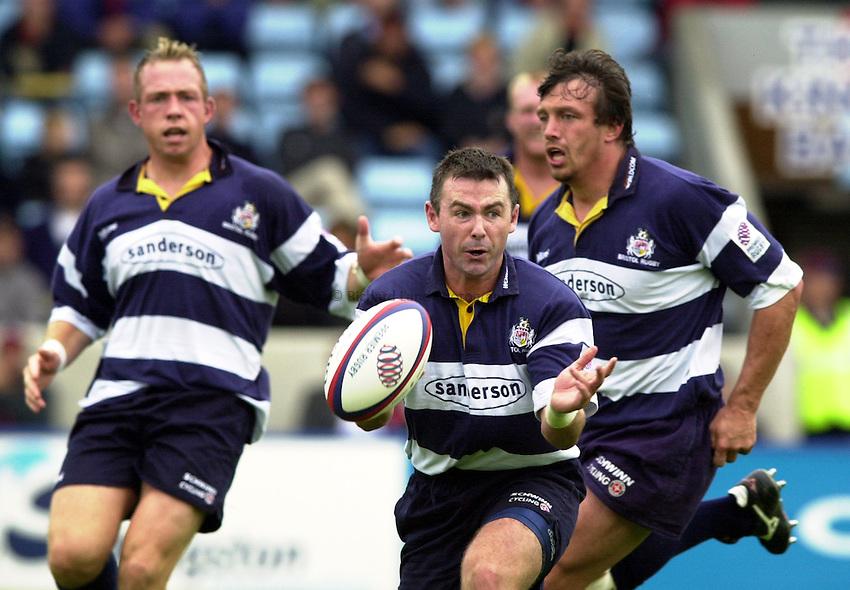 Photo. Richard Lane. .Harlequins v Bristol. Zurich Premiership. 16/9/2000.Steven Vile gets the ball away.