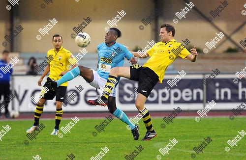 2014-09-06 / Voetbal / seizoen 2014-2015 / KV Turnhout - Berchem Sport / Hamdrja Kamara (l. Turnhout) met Tim Verstraeten<br /><br />Foto: Mpics.be