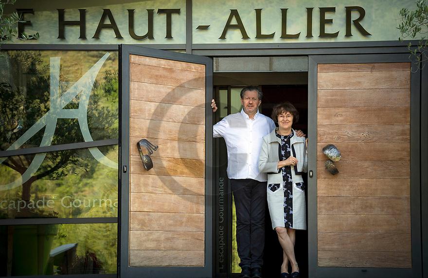 1/07/18 - PONT D ALLEYRAS - HAUTE LOIRE - FRANCE - Etablissement Le Haut Allier. Philippe et Michelle Brun, une etoile au Michelin - Photo Jerome CHABANNE