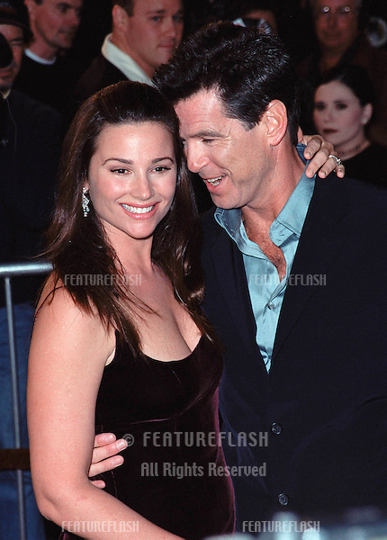 "08NOV99: Actor PIERCE BROSNAN & girlfriend KEELEY SHAYE-SMITH at world premiere, in Los Angeles, of the new James Bond movie ""The World Is Not Enough""..© Paul Smith / Featureflash"