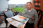 Charlie O'Brien from Dundalk with todays star newspaper<br /> Picture: Fran Caffrey www.newsfile.ie