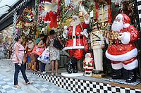 SAO PAULO, SP, 04 DE DEZEMBRO DE 2012 - Movimentacao na rua 25 de marco, comercio popular no centro da capital, na manha desta terca feira, 04..  FOTO: ALEXANDRE MOREIRA - BRAZIL PHOTO PRESS.
