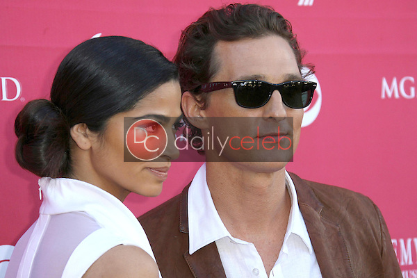 Camilla Alves and Matthew McConaughey<br />at the 44th Annual Academy of Country Music Awards. MGM Grand Garden Arena, Las Vegas, NV. 04-05-09<br />Dave Edwards/DailyCeleb.com 818-249-4998