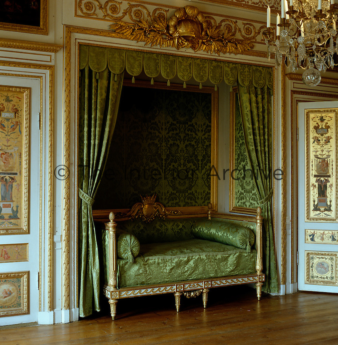 In the Prince's Bedroom, the alcove and bed survive from Jean-Baptiste Masreliez's decorations. The alcove  is surmounted by a coronet and laurels symbolising the martial successes that were expected of the prince