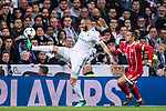 Karim Benzema (L) of Real Madrid competes for the ball with Thiago Alcantara of FC Bayern Munich during the UEFA Champions League Semi-final 2nd leg match between Real Madrid and Bayern Munich at the Estadio Santiago Bernabeu on May 01 2018 in Madrid, Spain. Photo by Diego Souto / Power Sport Images