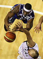 Saints import Damon Thornton and Giants guard Phill Jones compete for the ball during the NBL Round 2 basketball match between the Wellington Saints and Nelson Giants at TSB Bank Arena, Wellington, New Zealand on Thursday 19 March 2009. Photo: Dave Lintott / lintottphoto.co.nz