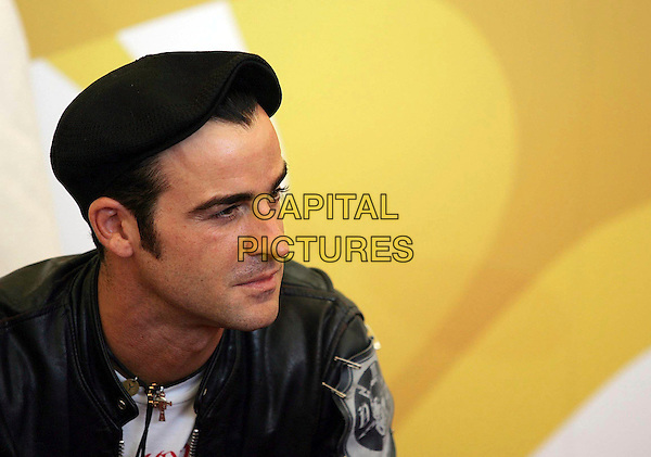"JUSTIN THEROUX.Photocall for ""Inland Empire"" at the 63rd Venice International Film Festival, Venice, Italy..September 5th, 2006.Ref: OME/GPA.headshot portrait black hat.www.capitalpictures.com.sales@capitalpictures.com.©Omega/Capital Pictures."