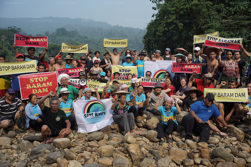 Blockades against the Baram Dam have been a huge success, after years of campaigning and protest, the  Baram Dam in Sarawak has now been shelved. Blockade and international protest at Baram Dam site. Baram Sarawak 2015<br />