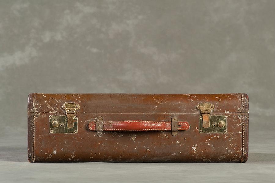 Willard Suitcases / Gloria P / ©2014 Jon Crispin