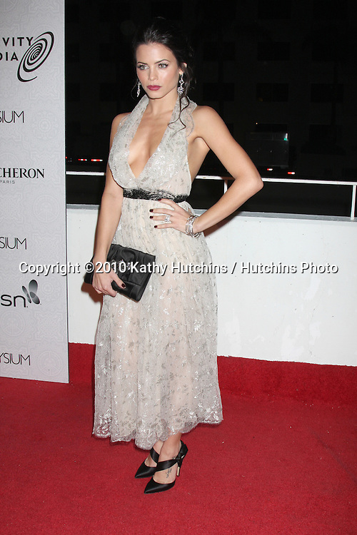 Jenna Dewan.arriving at the 3rd Annual Art of Elysium Gala.Rooftop of Parking Garage across from Beverly Hilton Hotel.Beverly Hills, CA.January 16, 2010.©2010 Kathy Hutchins / Hutchins Photo....