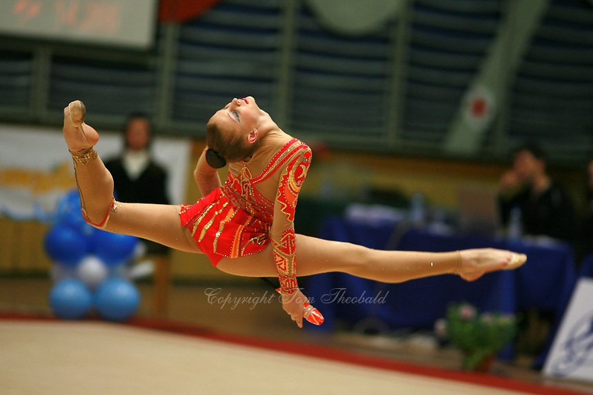 Irina Kovalchuk split leaps with clubs at 2006 Burgas Grand Prix from Burgas, Bulgaria on May 6, 2006.  (Photo by Tom Theobald)