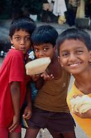 Indien, Bombay (Mumbai), Kinder beim Cricket-Spiel