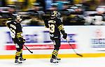 Stockholm 2014-10-02 Ishockey Hockeyallsvenskan AIK - BIK Karlskoga :  <br /> AIK:s Joakim Hagelin gratuleras av lagkamrater efter sitt 2-1 m&aring;l<br /> (Foto: Kenta J&ouml;nsson) Nyckelord:  AIK Gnaget Hockeyallsvenskan Allsvenskan Hovet Johanneshovs Isstadion Bofors BIK Karlskoga jubel gl&auml;dje lycka glad happy panorering panorera