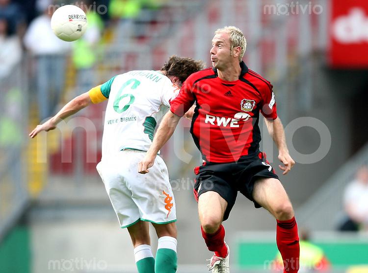 Fussball  1. Bundesliga    Saison 2006/2007   2. Spieltag SV Werder Bremen - Bayer 04 Leverkusen       Frank BAUMANN (li, Bremen) gegen TSergej BARBAREZ (re, Leverkusen)