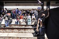 Roma, 6 Maggio 2011.Sciopero generale.Corteo e sciopero selvaggio di studenti, precari e centri sociali da Porta Pia alla Stazione Termini dove bloccano la partenza dei treni occupando i binari..I manifestanti sui binari della stazioneTermini