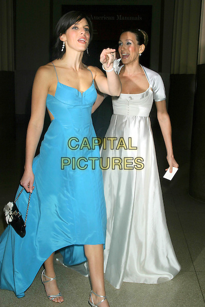 JESSICA SEINFELD & SARAH JESSICA PARKER.The Museum Ball 2004, American Museum of Natural History, New York City..November 17, 2004 .full length, white silk satin dress, flowing, blue dress, pointing, gesture.www.capitalpictures.com.sales@capitalpictures.com.© Capital Pictures