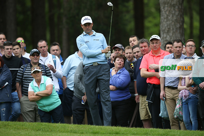 David Howell (ENG) plays close to the gallery on the 10th during Round Two of the 2015 BMW PGA Championship over the West Course at Wentworth, Virginia Water, London. 22/05/2015Picture David Lloyd, www.golffile.ie.