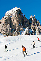 Italy, Alto Adige - Trentino, South Tyrol, above Selva di Val Gardena: ski run at Passo Gardena (2.585 m) and Gruppo del Cir mountains | Italien, Suedtirol, Groednertal, oberhalb Wolkenstein, Skipiste am Groednerjoch (2.585 m) unterhalb der Cirspitzen