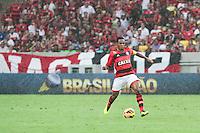 RIO DE JANEIRO, RJ, 24.11.2013 -  Elias do Flamengo durante a partida contra o Corinthians, neste domingo, pela trigésima sexta rodada do Campeonato Brasileiro no Maracanã. (Foto. Néstor J. Beremblum / Brazil Photo Press).
