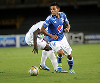 BOGOTA - COLOMBIA - 21 - 07 - 2016: David Silva (Der.) jugador de Millonarios disputa el balón con Jhon Rendon (Izq.) jugador de Once Caldas, durante partido adelantado de la fecha 11 entre Millonarios y Once Caldas, de la Liga Aguila II-2016, jugado en el estadio Nemesio Camacho El Campin de la ciudad de Bogota.  / David Silva (R) player of Millonarios vies for the ball with Jhon Rendon (L) player of Once Caldas, during an advance match between Millonarios and Once Caldas, for the date 11 of the Liga Aguila II-2016 at the Nemesio Camacho El Campin Stadium in Bogota city, Photo: VizzorImage / Luis Ramirez / Staff.