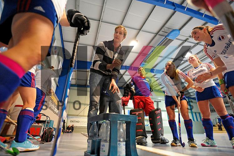 GER - Mannheim, Germany, December 05: During the 1. Bundesliga Sued Damen indoor hockey match between Mannheimer HC (white) and TSV Mannheim (red) on December 5, 2015 at Irma-Roechling-Halle in Mannheim, Germany. Final score 7-1 (HT 5-0).  assistant coach Gerritt Kollegger of Mannheimer HC<br /> <br /> Foto &copy; PIX-Sportfotos *** Foto ist honorarpflichtig! *** Auf Anfrage in hoeherer Qualitaet/Aufloesung. Belegexemplar erbeten. Veroeffentlichung ausschliesslich fuer journalistisch-publizistische Zwecke. For editorial use only.