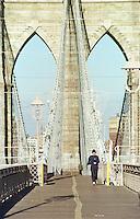 Die Brooklyn Bridge.<br /> New York City, 1.1.1999<br /> Copyright: Christian-Ditsch.de<br /> [Inhaltsveraendernde Manipulation des Fotos nur nach ausdruecklicher Genehmigung des Fotografen. Vereinbarungen ueber Abtretung von Persoenlichkeitsrechten/Model Release der abgebildeten Person/Personen liegen nicht vor. NO MODEL RELEASE! Don't publish without copyright Christian-Ditsch.de, Veroeffentlichung nur mit Fotografennennung, sowie gegen Honorar, MwSt. und Beleg. Konto:, I N G - D i B a, IBAN DE58500105175400192269, BIC INGDDEFFXXX, Kontakt: post@christian-ditsch.de]