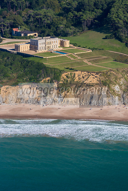 France, Pyr&eacute;n&eacute;es-Atlantiques (64), Pays-Basque, Bidart: Corniche basque,  Domaine de Nathalie de Serbie, le ch&acirc;teau: &quot;Sacchino&quot;  aujourd'hui &laquo; Les Ailes &raquo;   appartient de nos jours &agrave;  la famille Lat&eacute;co&egrave;re  - vue a&eacute;rienne // France, Pyrenees Atlantiques, Basque Country, Bidart:  Basque Corniche: Nathalie of Serbia domain, the castle &quot;Sacchino&quot; today &quot;Wings&quot; belongs today to the Lat&eacute;co&egrave;re family - Aerial view <br /> [Non destin&eacute; &agrave; un usage publicitaire - Not intended for an advertising use]