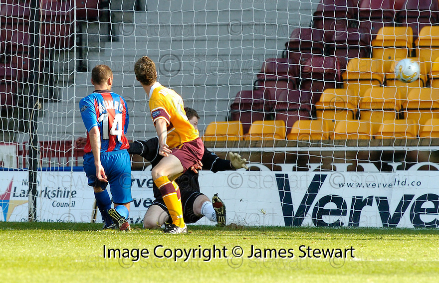 09/09/2006        Copyright Pic: James Stewart.File Name : jspa14_motherwell_v_ict.GRANT MUNROE SCORES CALEY'S THIRD.....Payments to :.James Stewart Photo Agency 19 Carronlea Drive, Falkirk. FK2 8DN      Vat Reg No. 607 6932 25.Office     : +44 (0)1324 570906     .Mobile   : +44 (0)7721 416997.Fax         : +44 (0)1324 570906.E-mail  :  jim@jspa.co.uk.If you require further information then contact Jim Stewart on any of the numbers above.........