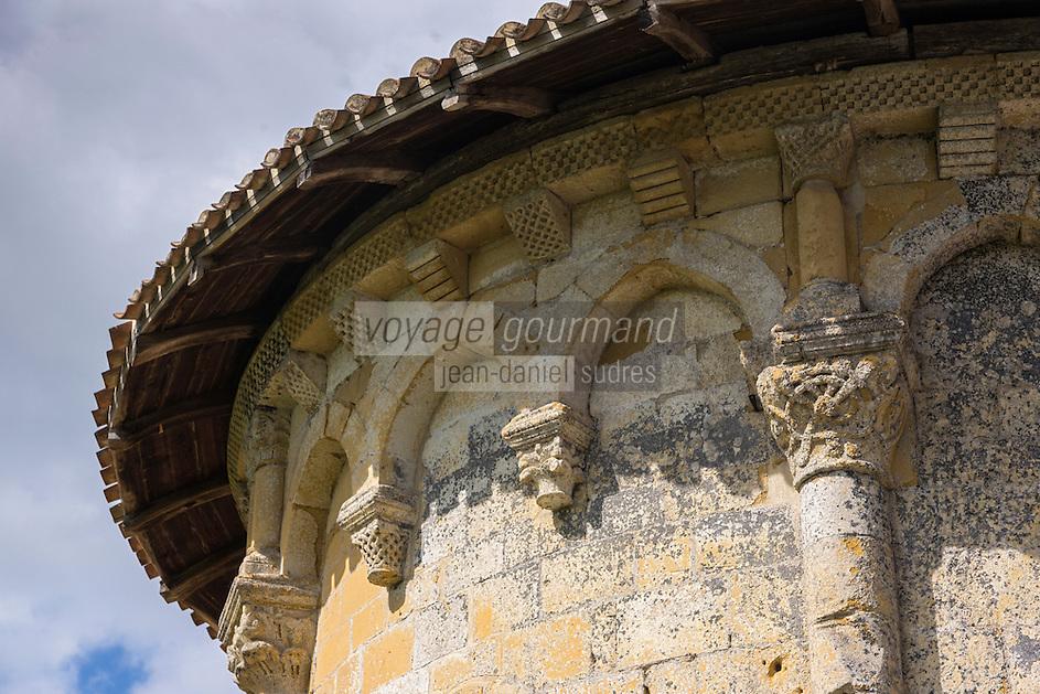 France, Aquitaine, Pyrénées-Atlantiques, Pays Basque, Lahonce: L'abbaye de chanoines de Prémontré, actuellement église paroissiale de l'Assomption-de-la-Bienheureuse-Vierge-Marie, chapiteaux du chevet  //  France, Pyrenees Atlantiques, Basque Country, Lahonce:  Canons of Prémontré Abbey Church, now Parish Church of l'Assomption-de-la-Bienheureuse-Vierge-Marie, Apse capital