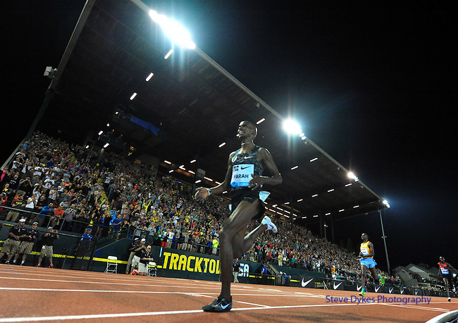 Mo Farah of Great Britain crosses the finish line to win the Men's 10000 meter run on the opening day of the Prefontaine Classic at Hayward Field in Eugene, Oregon, USA, 29 MAY 2015. (EPA Photo by Steve Dykes)