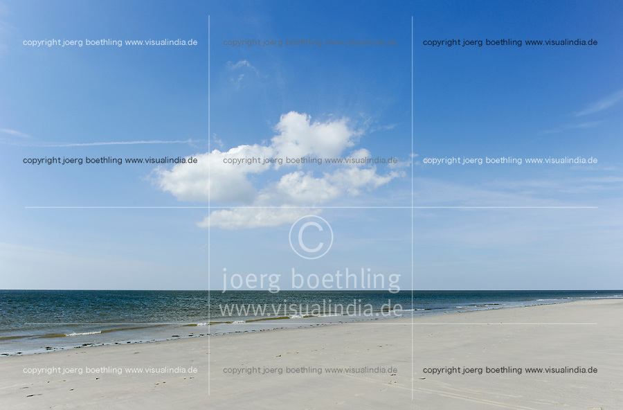 GERMANY St.Peter Ording, beach at North sea / DEUTSCHLAND St.Peter Ording, Strand an der Nordsee