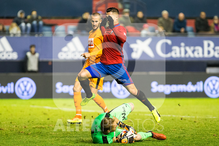 "Eibar's Yoel Rodriguez, Club Atletico Osasuna's Sergio LEon  during the match of ""Copa del Rey"" between CA Osasuna and Eibar at El Sadar Stadium in Pamplona. January 03 2017. (ALTERPHOTOS/Rodrigo Jimenez)"
