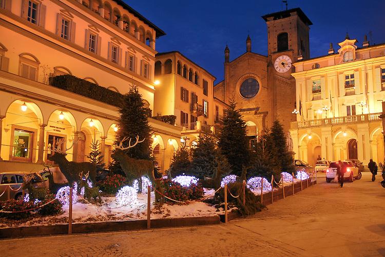 Moncalieri piazza Vittorio Emanuele II ed il Palazzo Comunale