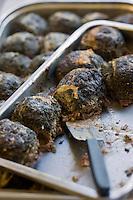Europe/France/Rhône-Alpes/26/Drôme/Roynac; Caillettes de Christophe Dorier charcutier à la ferme:Lou Cayou - Il s'agit d'un petit pâté de la taille d'un poing, à base de viandes de porc (gorge et foie) et farci d'herbes aromatiques et potagères, présenté sous crépine.