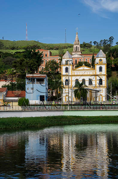 Vista da cidade, com Igreja Santuário do Senhor Bom Jesus com Museu do Seminário ao fundoPirapora do Bom Jesus - SP, 04/2014. cidade situada na margem do Rio Tietê poluido - área metropolitana de São Paulo.