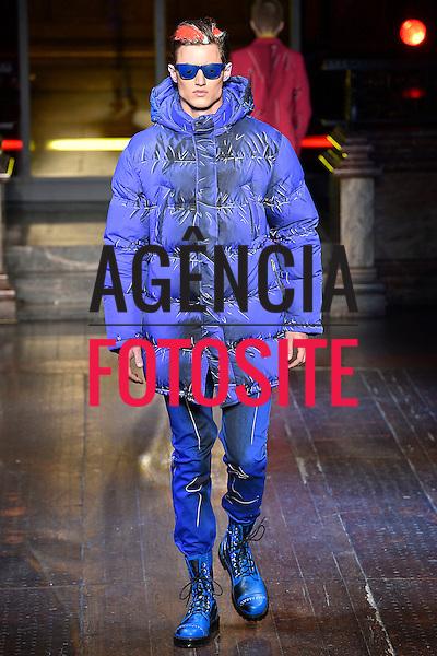 Moschino<br /> <br /> Londres Masculino - Inverno 2016<br /> <br /> <br /> foto: FOTOSITE
