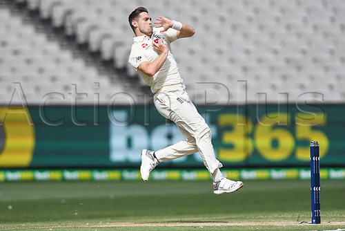 30th December 2017, Melbourne Cricket Ground, Melbourne, Australia; The Ashes Series, fourth test, day 5, Australia versus England; Chris Woakes of England bowls