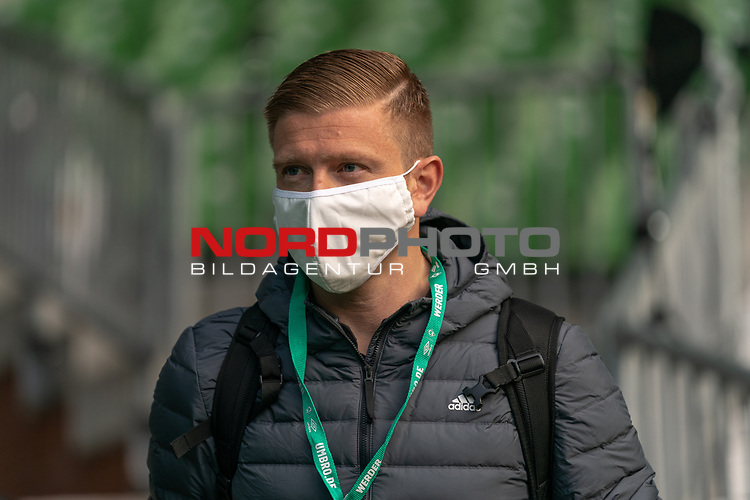 Robert Schröder Schiedsrichter<br /> <br /> Sport: Fussball: 1. Bundesliga: Saison 19/20: <br /> 26. Spieltag: SV Werder Bremen vs Bayer 04 Leverkusen, 18.05.2020<br /> <br /> Foto ©  gumzmedia / Nordphoto / Andreas Gumz / POOL <br /> <br /> Nur für journalistische Zwecke! Only for editorial use!<br />  DFL regulations prohibit any use of photographs as image sequences and/or quasi-video.