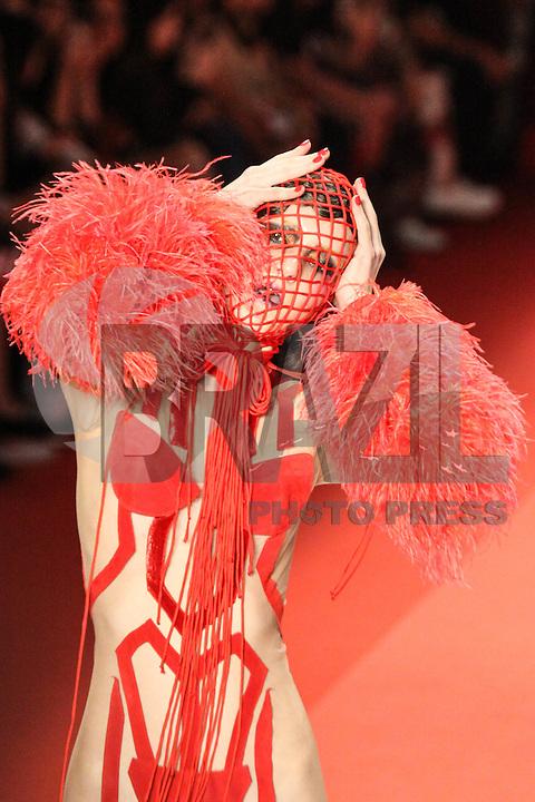 SÃO PAULO,SP, 23.10.2015 - FASHION-WEEK - Modelo durante desfile da grife Amapô no sexto dia da São Paulo Fashion Week Inverno 2016, na região sul de São Paulo nesta sexta-feira, 23. (Foto: Marcos Moraes/Brazil Photo Press)