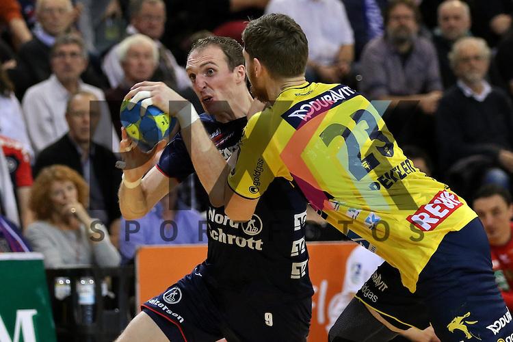 Flensburg, 02.12.15, Sport, Handball, DKB Handball Bundesliga, Saison 2015/2016, SG Flensburg-Handewitt-Rhein-Neckar L&ouml;wen :  Holger Glandorf (SG Flensburg-Handewitt, #09), Hendrik Pekeler (Rhein-Neckar L&ouml;wen, #23)<br /> <br /> Foto &copy; PIX-Sportfotos *** Foto ist honorarpflichtig! *** Auf Anfrage in hoeherer Qualitaet/Aufloesung. Belegexemplar erbeten. Veroeffentlichung ausschliesslich fuer journalistisch-publizistische Zwecke. For editorial use only.