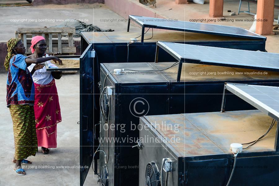 BURKINA FASO, Bobo Dioulasso, village Bama, ricemill and solar dryer / BURKINA FASO, Bobo Dioulasso, Dorf Bama, SNV Reismuehle und Solartrockner