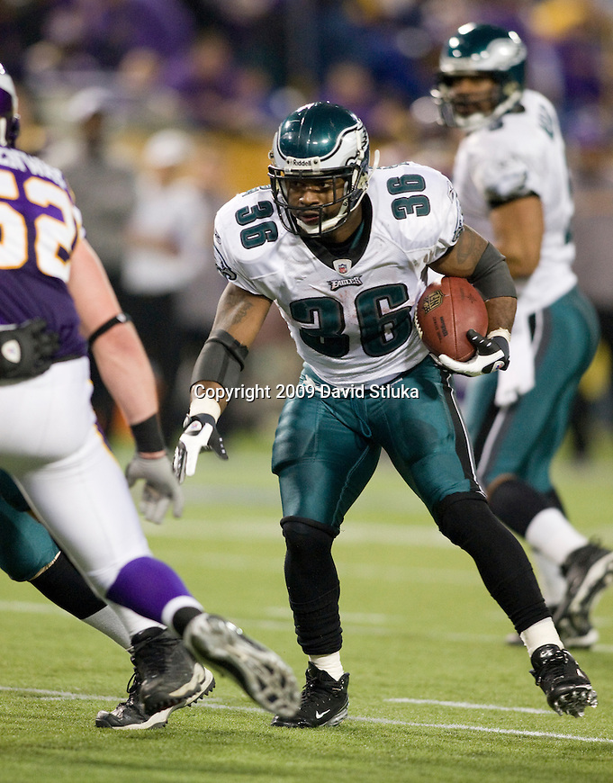 MINNEAPOLIS, MN - JANUARY 4: Running back Brian Westbrook #36 of the Philadelphia Eagles carries the ball against the Minnesota Vikings during the NFC Wild Card playoff game at Hubert H. Humphrey Dome on January 4, 2009 in Minneapolis, Minnesota. The Eagles beat the Vikings 26-14. (Photo by David Stluka)