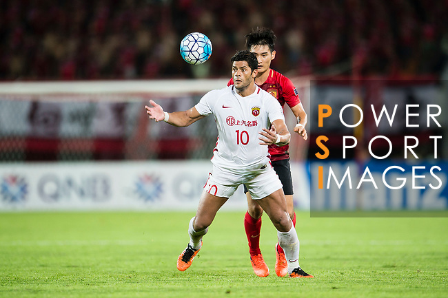 Shanghai FC Forward Givanildo Vieira De Sousa (Hulk) (L) in action during the AFC Champions League 2017 Quarter-Finals match between Guangzhou Evergrande (CHN) vs Shanghai SIPG (CHN) at the Tianhe Stadium on 12 September 2017 in Guangzhou, China. Photo by Marcio Rodrigo Machado / Power Sport Images