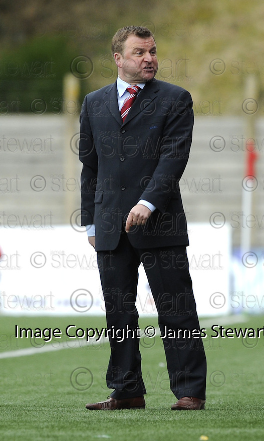 16/03/2008    Copyright Pic: James Stewart.File Name : sct_jspa15_hamilton_v_dundee.HAMILTON BOSS BILLY REID WATCHES HIS SIDE AGAINST DUNDEE.James Stewart Photo Agency 19 Carronlea Drive, Falkirk. FK2 8DN      Vat Reg No. 607 6932 25.Studio      : +44 (0)1324 611191 .Mobile      : +44 (0)7721 416997.E-mail  :  jim@jspa.co.uk.If you require further information then contact Jim Stewart on any of the numbers above........