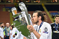 FUSSBALL  CHAMPIONS LEAGUE  FINALE  SAISON 2015/2016   Real Madrid - Atletico Madrid                   28.05.2016 Gareth Bale (Real Madrid) jubelt mit dem Pokal