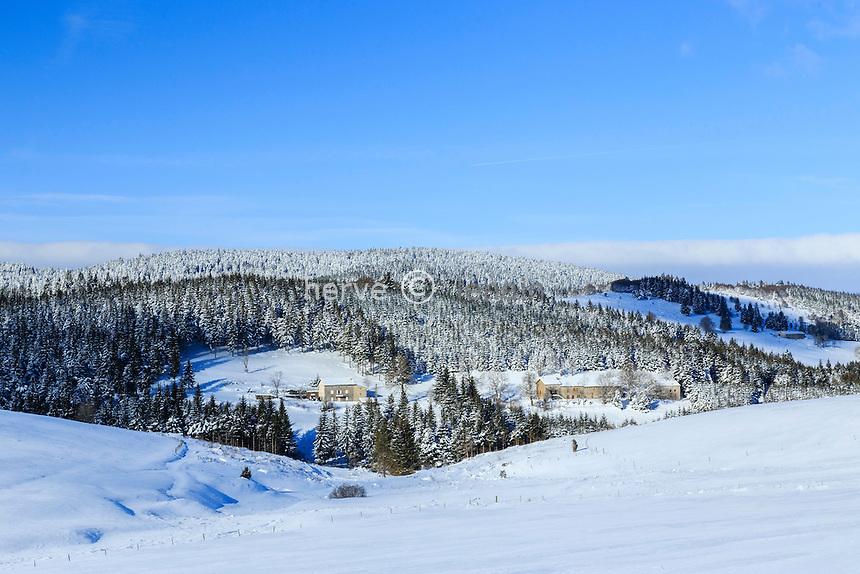 France, Ardèche (07), Astet, au col de la Chavade (1266m) en hiver // France, Ardeche, Astet, Chavade montain pass in winter