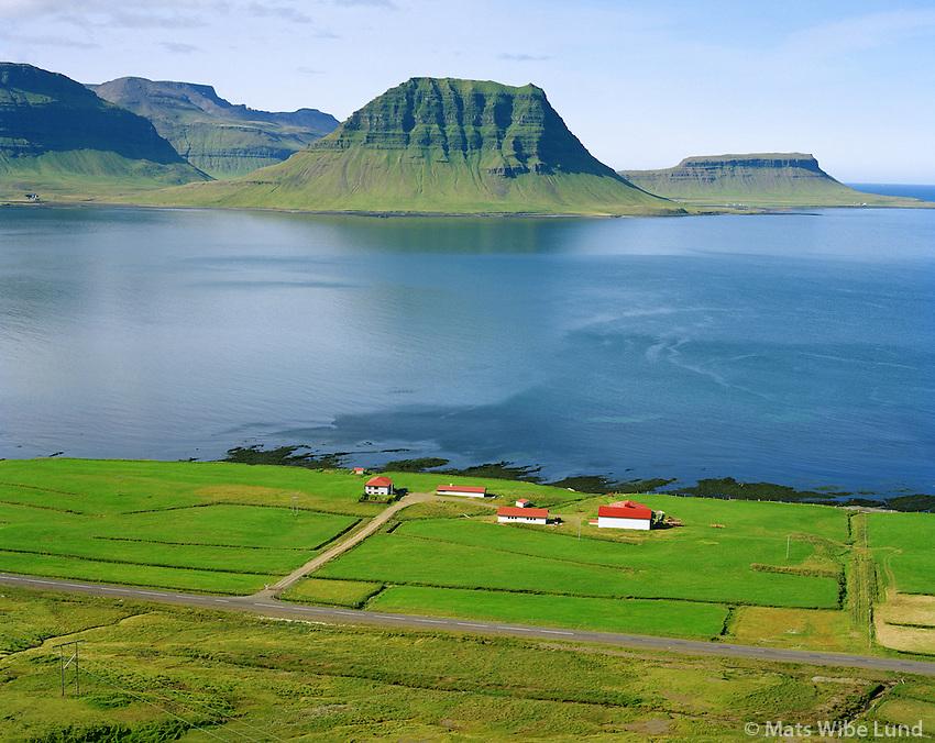 Hamrar séð til vesturs, Grundarfjörður. Kirkjufell, Brimlarhöfði í baksýni t.h. Eyrarsveit / Hamrar viewing west. Grundarfjordur, moun Ikrjufell and Brimlarhofdi right in background. Eyrarsveit