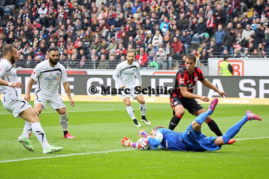 Kevin Trapp (Eintracht) rettet - Eintracht Frankfurt vs. SC Paderborn 07, Commerzbank Arena