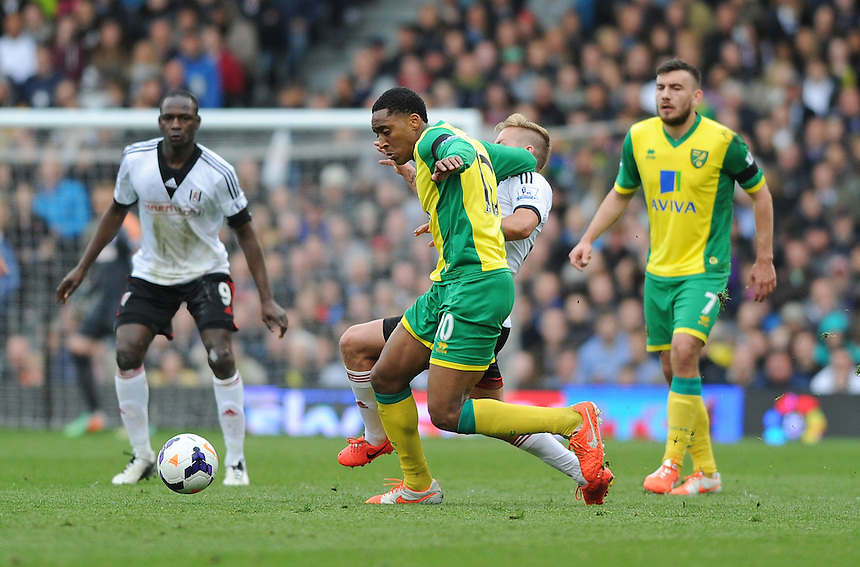 Norwich City's Leroy Fer holds off the challenge from Fulham's Lewis Holtby<br /> <br /> Photo by Ashley Western/CameraSport<br /> <br /> Football - Barclays Premiership - Fulham v Norwich City - Saturday 12th April 2014 - Craven Cottage - London<br /> <br /> &copy; CameraSport - 43 Linden Ave. Countesthorpe. Leicester. England. LE8 5PG - Tel: +44 (0) 116 277 4147 - admin@camerasport.com - www.camerasport.com