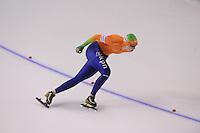 SCHAATSEN: CALGARY: Olympic Oval, 09-11-2013, Essent ISU World Cup,1500m, Lotte van Beek (NED), ©foto Martin de Jong